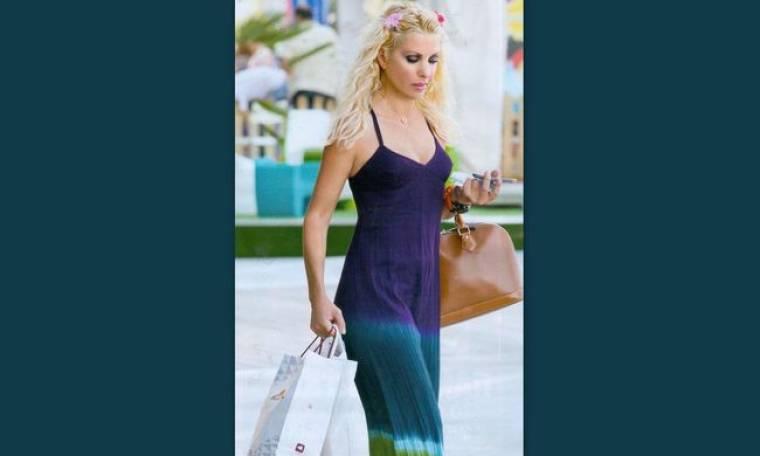 Ελένη Μενεγάκη: Πήγε για ψώνια γιατί ετοιμάζεται για… διακοπές!