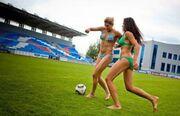 «Καυτές» Ρωσίδες φωτογραφίζονται στέλνοντας την μπάλα στα… δίχτυα