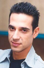 Ποιος ηθοποιός εγκαταλείπει την Ελλάδα;