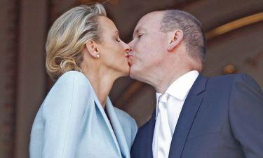 Αλβέρτος-Charlene: Just married… Το φιλί του ζευγαριού στο μπαλκόνι!
