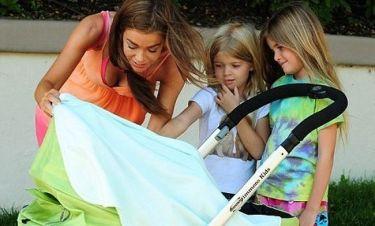 Denise Richards: Με το νέο της μωρό και τις κόρες της
