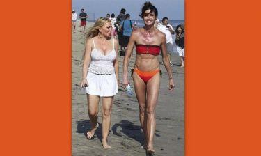 Βουτιές στο Malibu για την 56χρονη Janice Dickinson