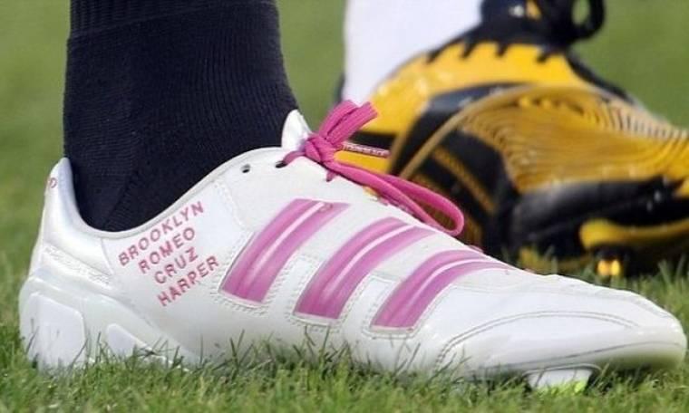 Τα ροζ παπούτσια του Beckham με τα ονόματα των παιδιών του