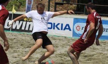 Ο Απόστολος Γκλέτσος παίζει ποδόσφαιρο
