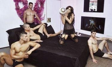 Η sexy παρουσίαση του πρώτου βιβλίου της Νίβες Κέλσιους