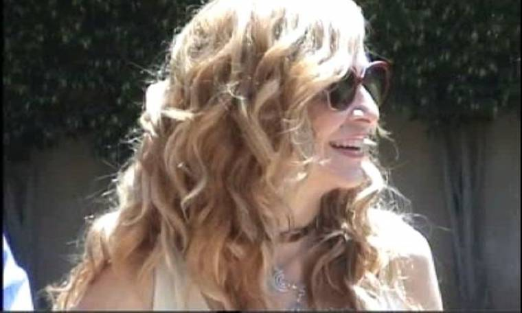 Άννα Βίσση: Δεν αποχωρίζεται τα παρεό της