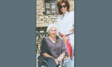 Ταξιδεύοντας με τη Μιμή Ντενίση στη Σύρο