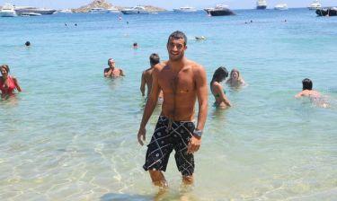 Χρήστος Αφρουδάκης: Ο sexy πολίστας στην Ψαρού