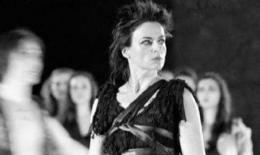 Καρυοφυλλιά Καραμπέτη: «Εμένα η καρδιά μου ανήκει στην πειραματική σκηνή»