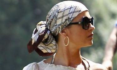 Catherine Zeta Jones: Μαντήλι επί κεφαλής