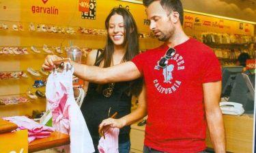 Γιώργος Λιανός: Με τη γυναίκα του, για τα πρώτα ψώνια του μωρού τους