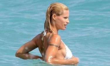 Michelle Hunziker: Μπάνιο με τον σωματοφύλακα!