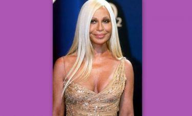 Με λίαρ τζερ στην Ελούντα η Donatella Versace