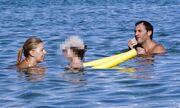 Γιάννης Γκούμας: Παιχνίδια στην θάλασσα με τον γιο του