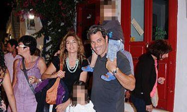 Άρης Σαμολαδάς: Στη Μύκονο μετά συζύγου και τέκνων