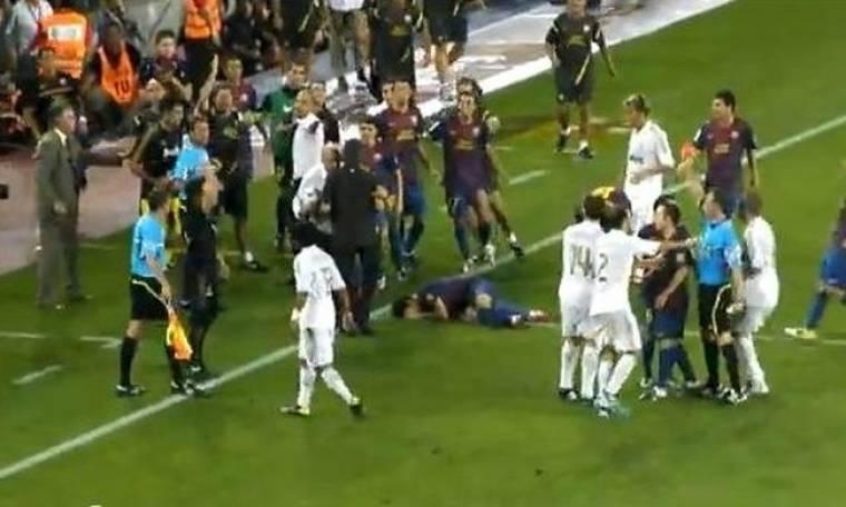 Video: Ο Mourinho πάτησε τον Fabregas στο κεφάλι!