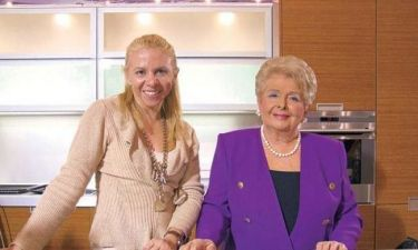 Εκτός τηλεοπτικής στέγης η Βέφα Αλεξιάδου και η κόρη της;