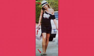 Φαίη Σκορδά: Έβαλε το καπέλο της, φόρεσε παντόφλες και πήγε για ψώνια