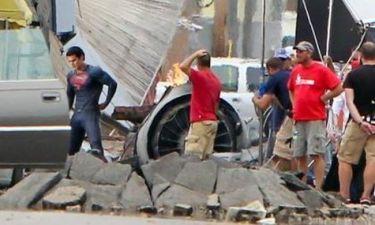 Man Of Steel: Ο νέος Superman έπιασε δουλειά!