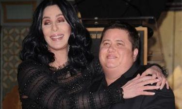 Η Cher στηρίζει τον Chaz Bono
