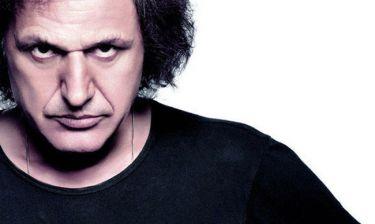 Βασίλης Παπακωνσταντίνου: Τραγουδά live στο θέατρο Πέτρας
