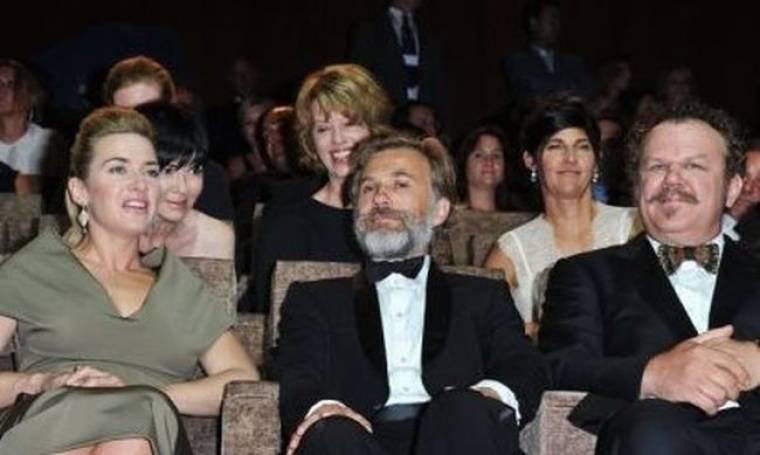 Η Kate Winslet στο κόκκινο χαλί στη Βενετία
