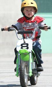 Μήπως είναι λίγο μικρό το ποδήλατο κύριε Wahlberg;