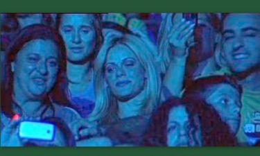 Video: Ζέτα Μακρυπούλια: Με τους φίλους της στη συναυλία του καλού της
