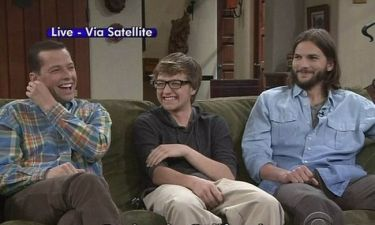 Video: Ο Ashton Kutcher κάνει… κατάληψη στον καναπέ του Charlie