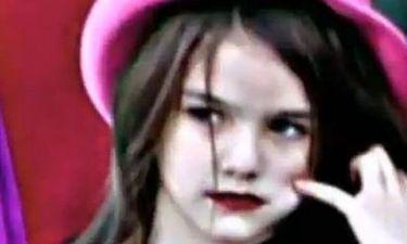 Η 5χρονη Suri Cruisse με κατακόκκινο κραγιόν