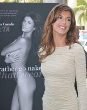 Η Elisabetta Canalis παρουσιάζει τη διαφήμιση της PETA