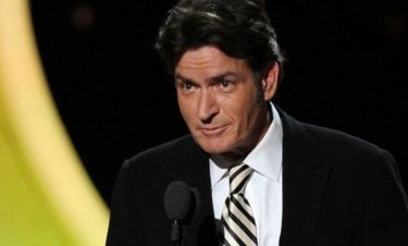 Charlie Sheen: Κοντά σε διακανονισμό εκατομμυρίων με τη Warner