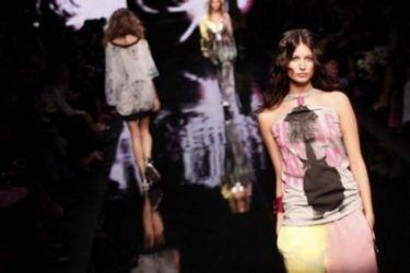 Σχεδιάστρια μόδας αγόρασε... δέκα κιλά τραχανά λόγω κρίσης!