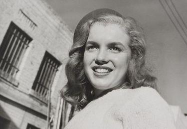 Αυτή είναι η πρώτη φωτογράφηση της Marilyn Monroe!