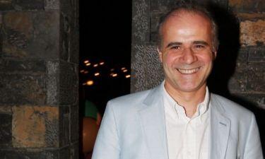 Γιώργος Μητσικώστας: «Η Ελλάδα θα έπρεπε να επενδύει στο χιούμορ και τη καλή διάθεση»