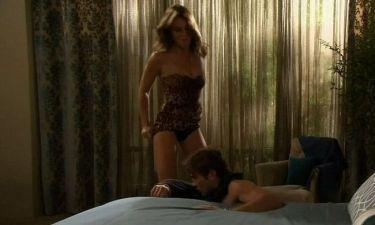 Η Liz Hurley αποπλανεί τον Chase Crawford