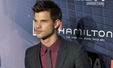 Video: Ο Taylor Lautner επιχειρεί να τραγουδήσει στα… ισπανικά