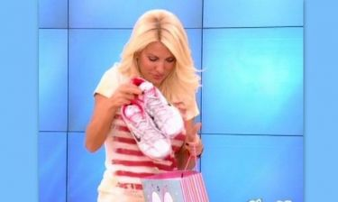 Video: Ποιος έκανε δώρο αθλητικά παπούτσια στην Ελένη Μενεγάκη;