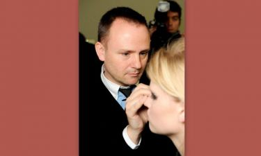 Peter Philips: Ο υπεύθυνος μακιγιάζ της Chanel