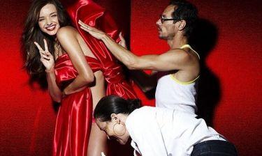 Τα κορίτσια της Victoria's Secret ετοιμάζονται για τα Χριστούγεννα