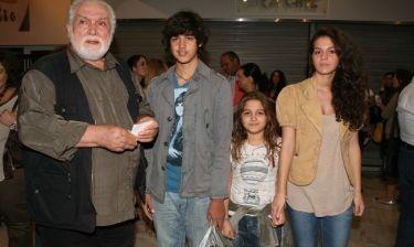 Κώστας Καζάκος: Στο θέατρο με τα παιδιά του