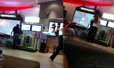 Ποιο ζευγάρι πιάσαμε στο σινεμά να παίζει με το παιδί του;