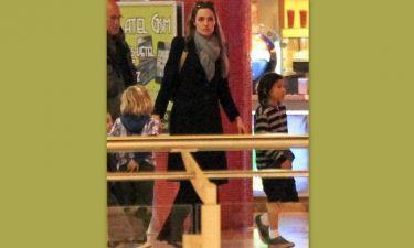 Angelina Jolie: Για ψώνια με τρία από τα παιδιά της στη Βουδαπέστη (φωτό)