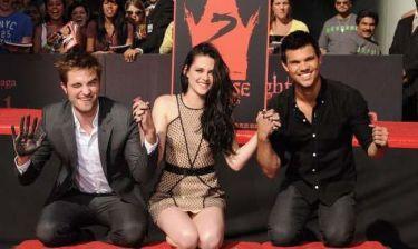 Video: Οι πρωταγωνιστές του Twilight αφήνουν τα αποτυπώματά τους