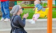 Η Pink παίζει με την κόρη της