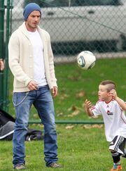 Από πατέρα σε γιο! Ο Cruz Beckham με μοϊκάνα στο στυλ του David