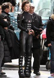 Η Milla Jovovich πιο σέξι από ποτέ στα γυρίσματα του Resident Evil