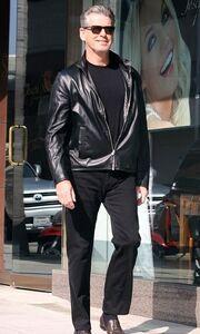 Τραβάει τα βλέμματα ο Pierce Brosnan