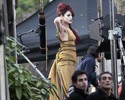 Η Eva Mendes έγινε φλογερή κοκκινομάλλα!
