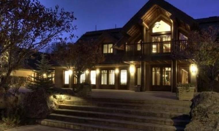 Το πουλάει το σπίτι… ο Bruce Willis!